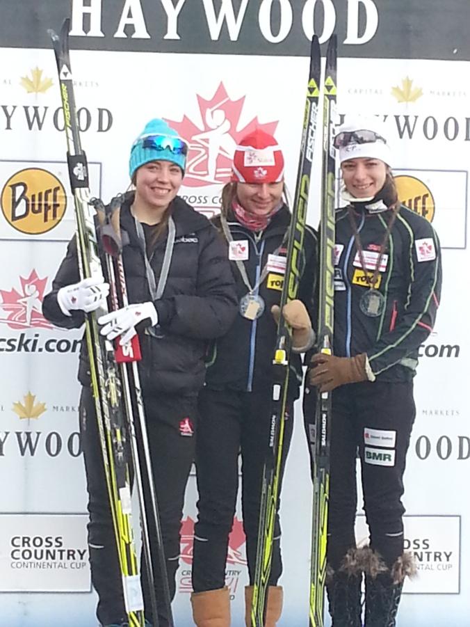 Le podium des femmes juniors au 5 km: Anne-Marie Comeau, Katherine Stewart-Jones et Frédérique Vézina (photo: Jimmy Gunka)
