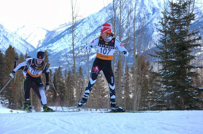 Anne-Marie Comeau, 17 ans, a fortement impressionné en se classant 3e du skiathlon féminin sénior. Bientôt elle n'aura plus besoin de regarder derrière! (Photo: Angus Cockney)
