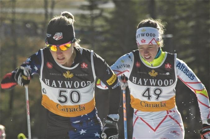 Ida Sargent from the U.S. Ski Team won the senior womens race, followed by Canada's Perianne Jones/Ida Sargent, de l'équipe nationale américaine, a remporté la course chez les femmes seniors, suivie de la Canadienne Perianne Jones  (photo: Angus Cockney)
