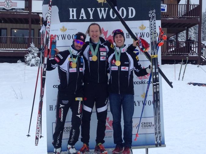 Alexis Dumas, vainqueur du 10 km slyle libre à Silver Star, avec Zachary Cristofanilli, 2e, et Philippe Boucher, 3e