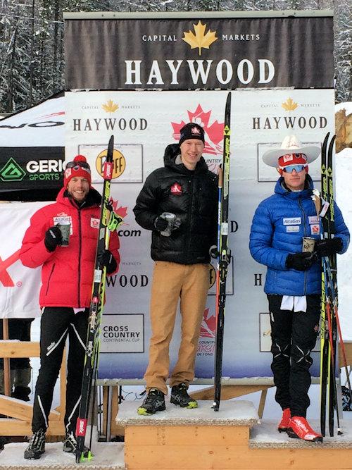 Alexis Dumas trône sur le podium. (photo: Ski de fond Canada)